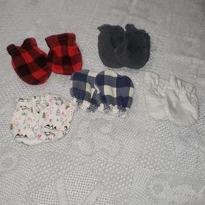 Set of 5 brand new newborn mittens